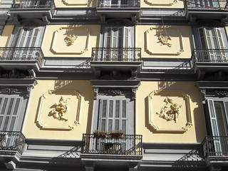 Liberty Putti - Mansion end 19th century at Viale Gramsci in Naples