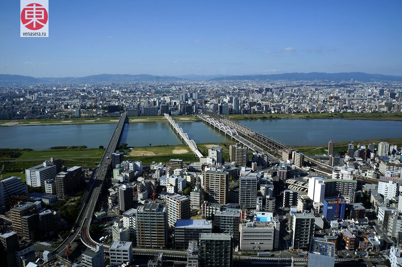Вид из Umeda Sky Building, Осака, Япония.