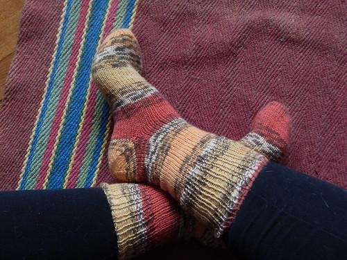 ноги вместе в носках