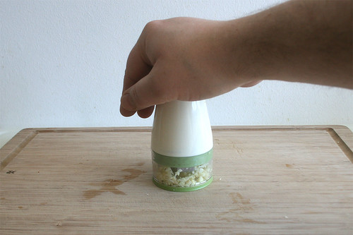 14 - Knoblauch hacken / Hash garlic
