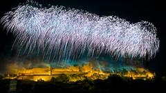 jeu, 14/07/2016 - 21:48 - Le feu d'artifice du 14 juillet tiré au-dessus de la Cité médiévale de Carcassonne fut encore absolument étonnant et somptueux avec le thème des bijoux et des joyaux ! Quel meilleur choix pour rehausser ce trésor du Moyen Âge ?  photo tous droits réservés © Ville de Carcassonne - Julien Roche.