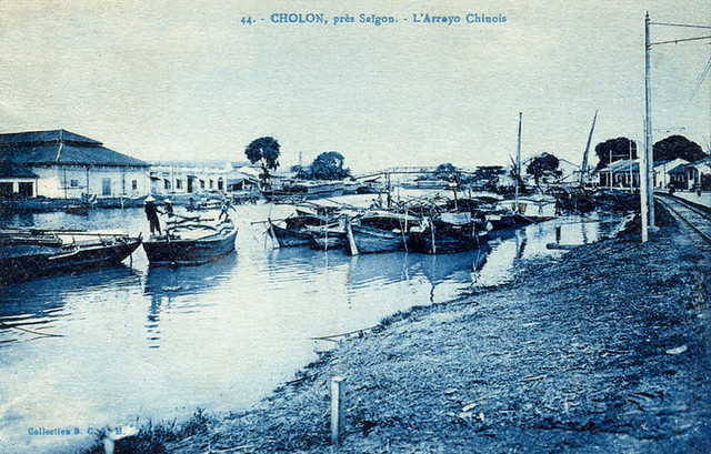 Cầu Xóm Chỉ. Bên trái là Bến Bình Đông, bên phải là bến Mỹ Tho (bến Lê Quang Liêm, sau 1975 là Bến Trần Văn Kiểu, nay là ĐL Võ Văn Kiệt)