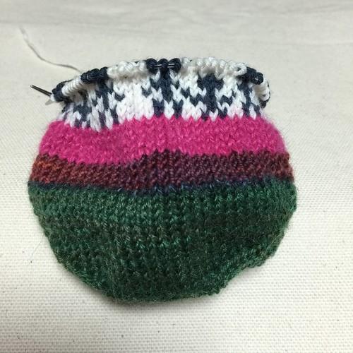 8日目のお題は、家族のモチーフを編みこむ(Aの靴下)8段