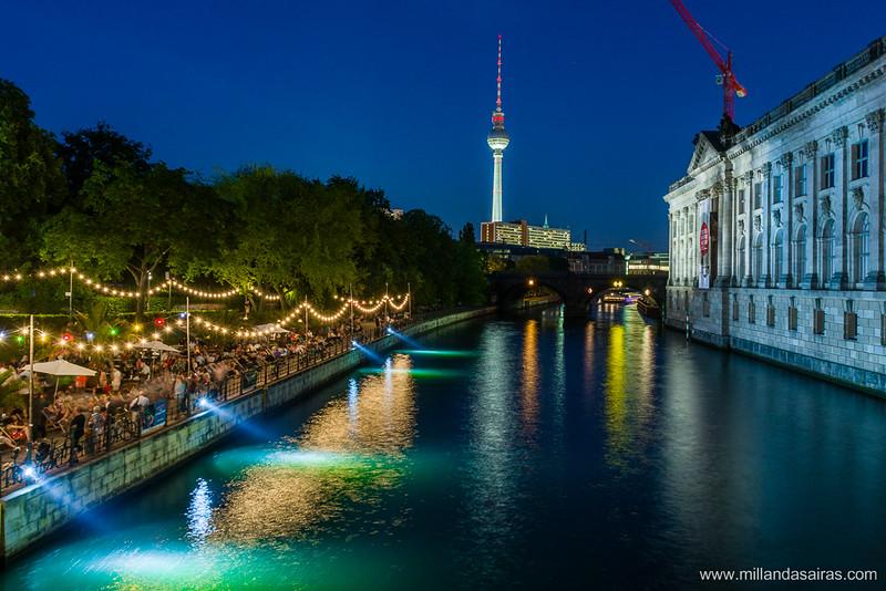 Fiestas a la orilla del Spree frente a los museos de Berlín