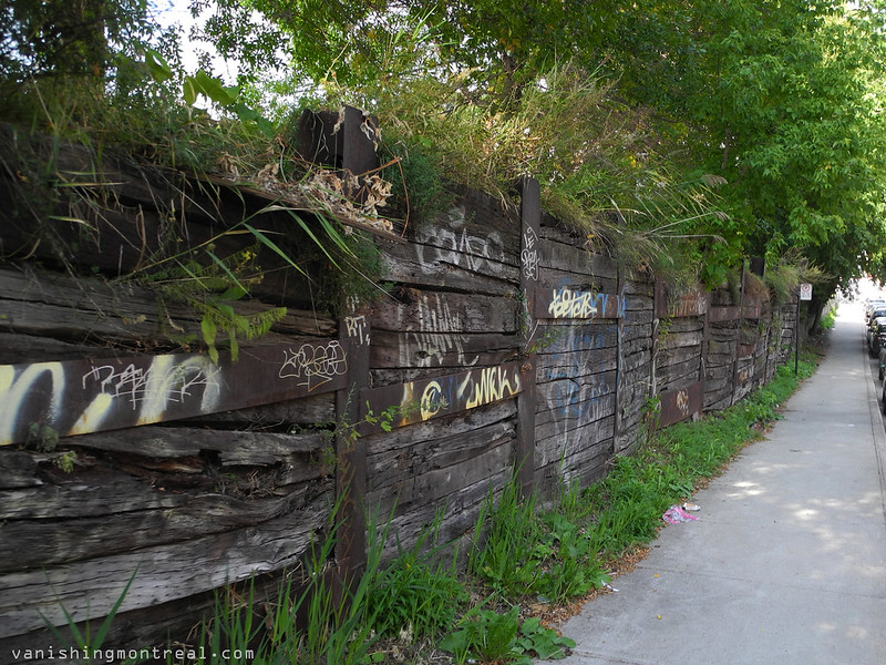 Overdale wooden wall near Louis-Hippolyte Lafontaine house