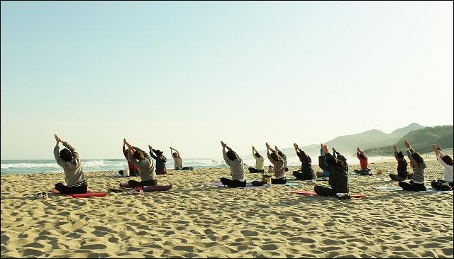 kotohikihama_beach yoga