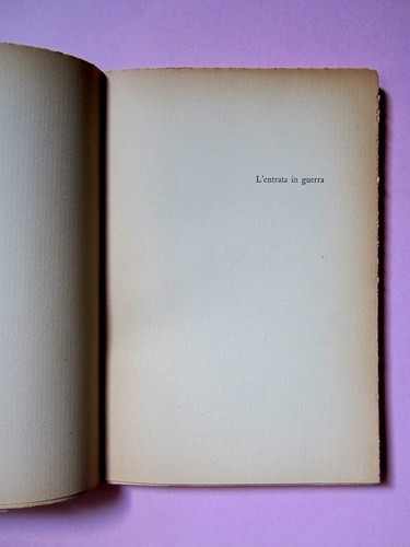 L'entrata in guerra, di Italo Calvino. Einaudi 1954. [Progetto grafico di Albe Steiner]. Titolo del volume: in alto a destra, a pag. 9 (part.), 1
