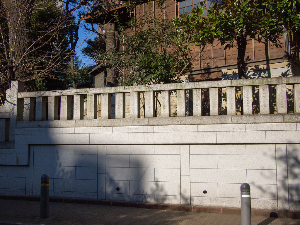 金王八幡宮 横 (Side-street of Kon-noh Hachimangu) 1