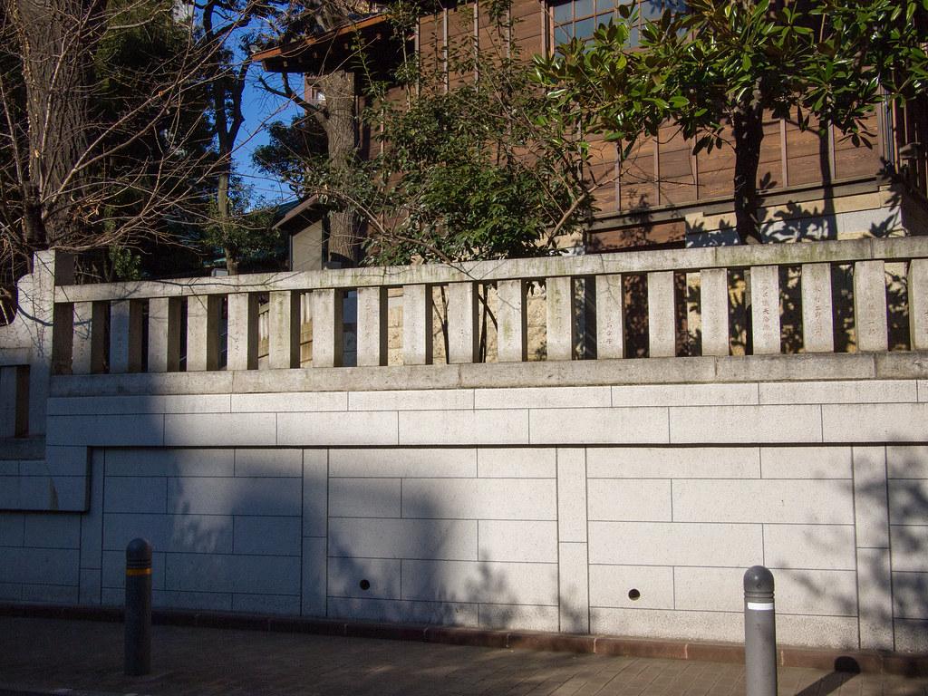 金王八幡宮 横 (Side-street of Kon-noh Hachimangu) 1