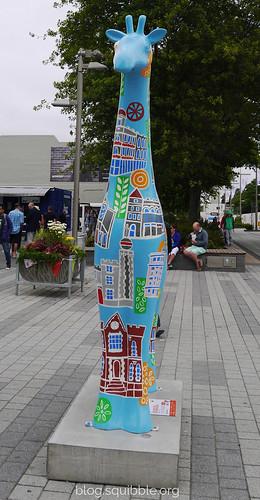 squibble_visits_Christchurch_citycentregiraffe2