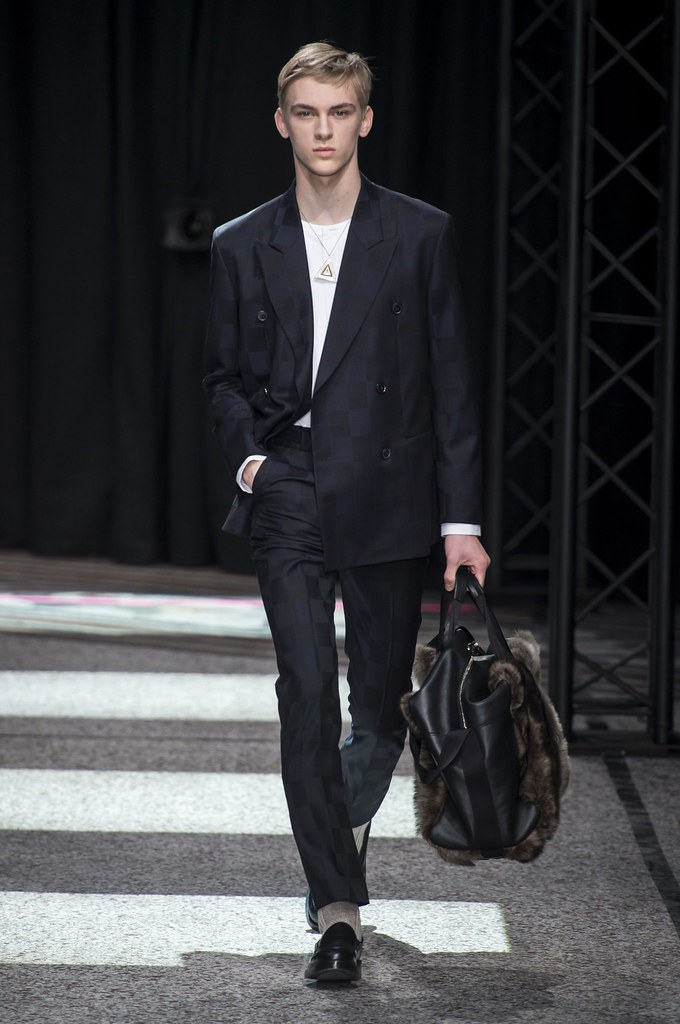 Dominik Sadoch3260_FW15 Paris Paul Smith(fashionising.com)