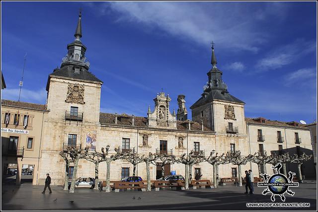 Antiguo Hospital de S. Agustín en la Plaza Mayor de El Burgo de Osma (Soria)