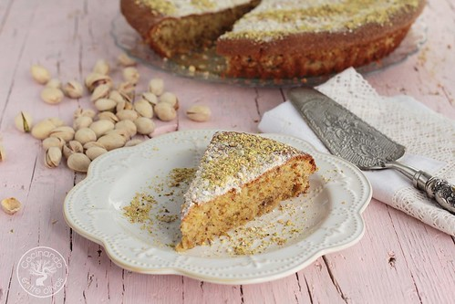 Tarta de almendras, pistacho y mascarpone www.cocinandoentreolivos.com (1)