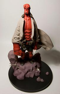 Mike Mignola 版 1/6 比例《地獄怪客》雕像