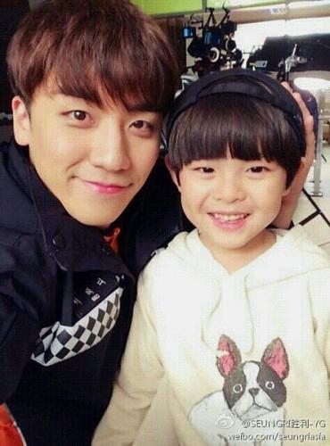 seungri_jinmo_weibo-400x540