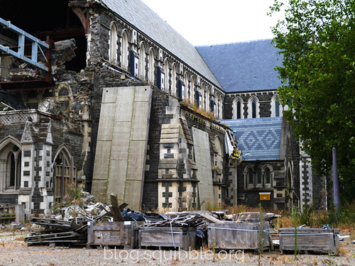 squibble_visits_Christchurch_cathedral3