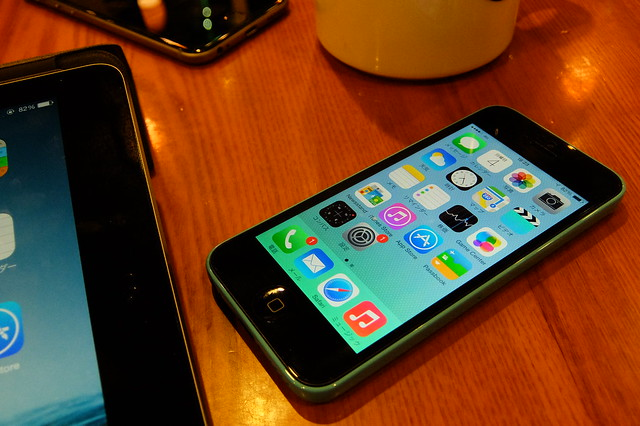 iPhone 5c in Cafe