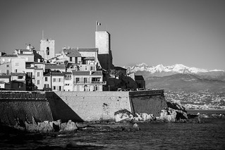 Bilde av I. old city sea blackandwhite bw sun mer montagne soleil noiretblanc nb neige cote ville vieille dazur mounain