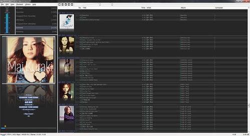 "fb2k-1 音楽再生ソフトウェアの ""foobar2000"" のスクリーンショット画像。 ""倉木麻衣"" さんのアルバム アートワークが多数表示されている。"