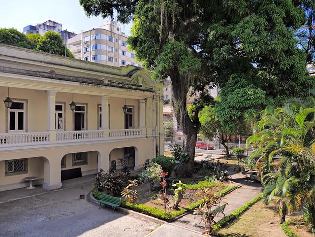 Lá, no Museu do ingá... Antiga residência dos governadores da charmosa cidade de niterói, RJ, Brasil. :-)