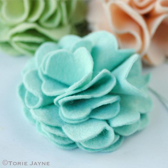 Making felt flowers