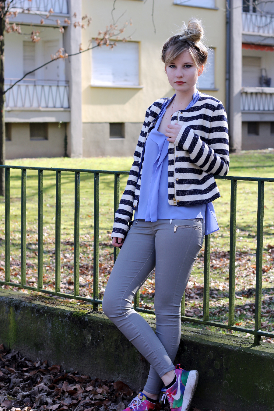 outfit-blue-stripes-nike-zara