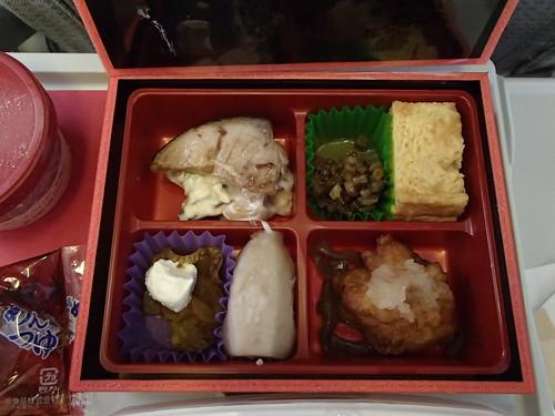 JAL日本航空 賛否両論的弁当 - naniyuutorimannen - 您说什么!