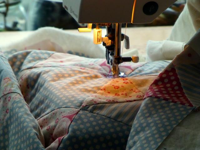 Tilda Hourglass Twist Quilt