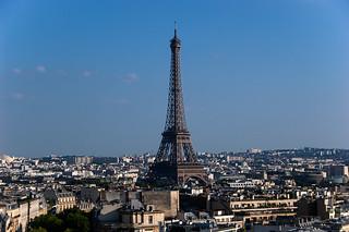 Vue sur la Tour Eiffel depuis le sommet de l'Arc de Triomphe