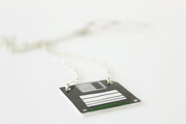 Collana Floppy disk verde 02