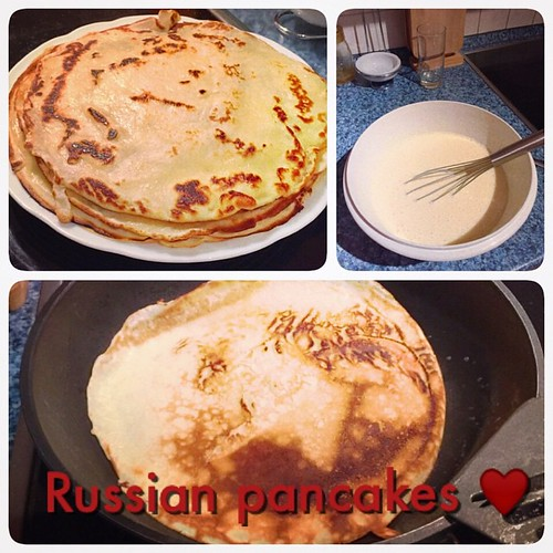 A blin or blintchik or blintz is a type of thin pancake. Blintzes are thin pancakes that typically lack a leavening agent and are similar to crêpes, whereas blini are typically thicker and include a leavening agent. ❤️❤️❤️❤️❤