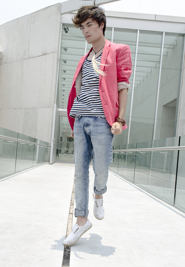 How to wear a bright blazer 4