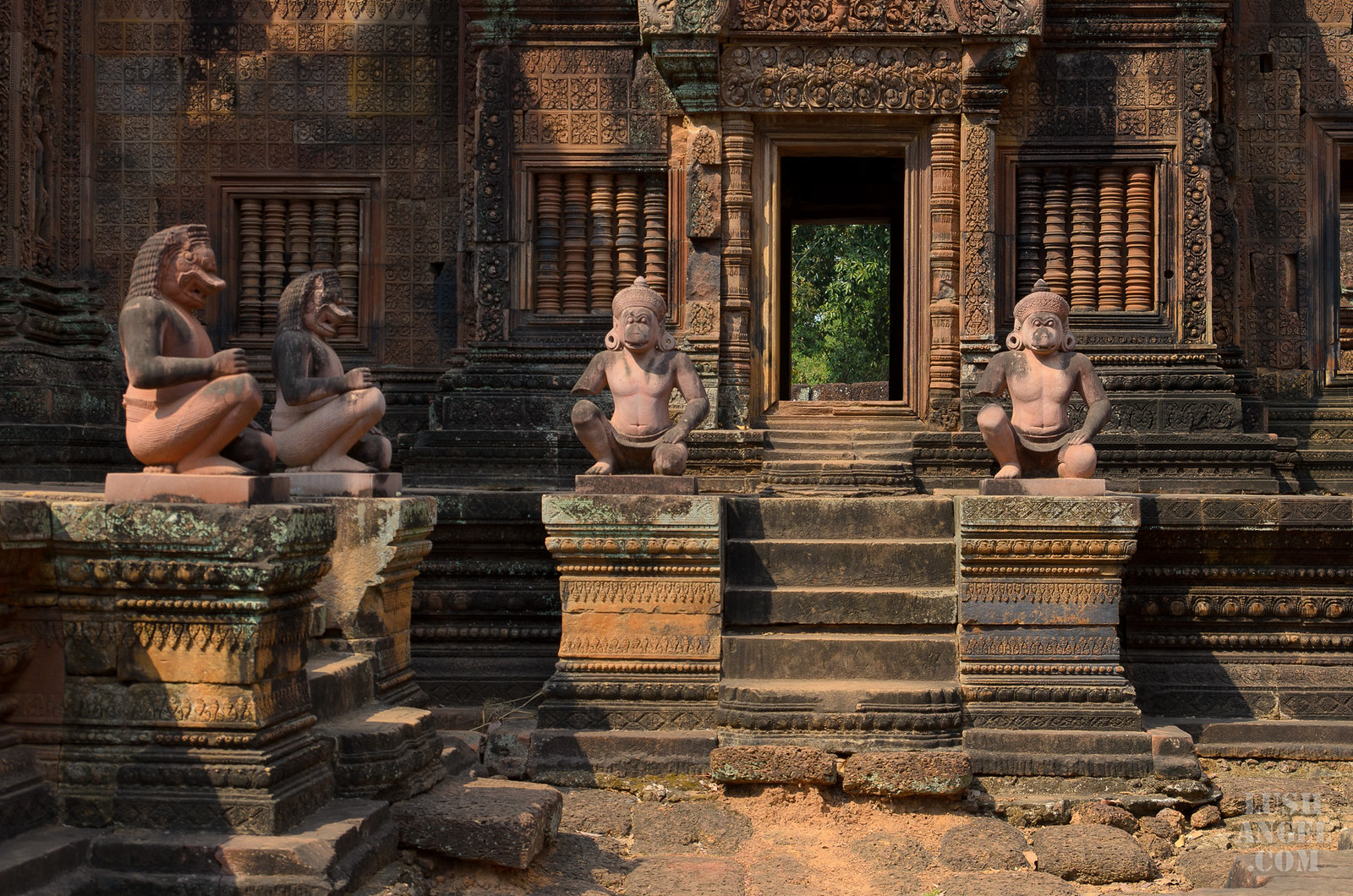 cambodia-siem-reap-pink-temple