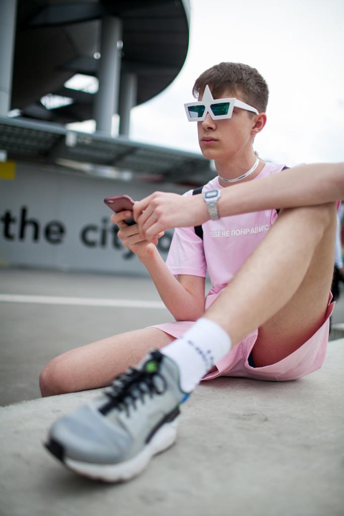 ピンクTシャツ×ピンクショートパンツ×Nikeエアハラチグレー