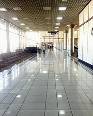 Mass exodus - only one left standing #adiu #bahrain #departure #travelphotography #travel #travelgram #ig_bahrian#bahraini #businesstraveller #mileage #interior #gate#bahrain_photography #bahrain #airport #floor