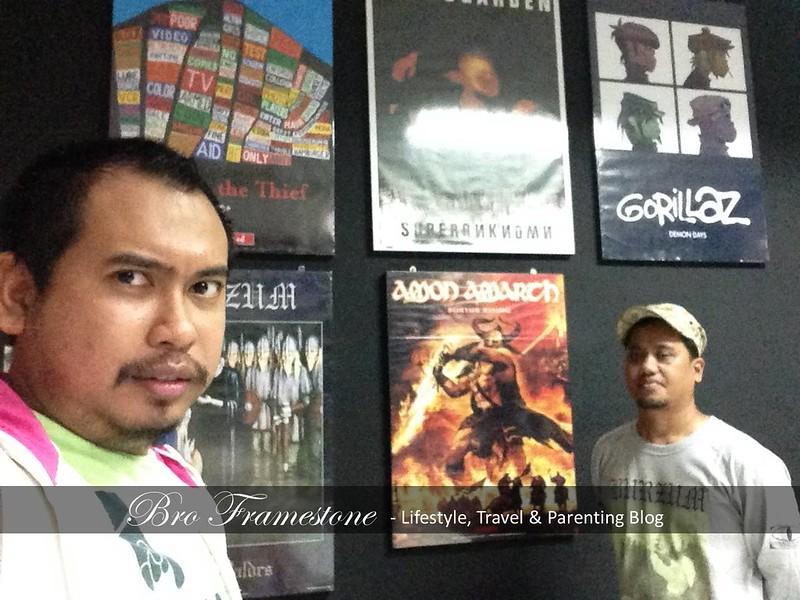 Metal Cafe LampuNeon Tanjung Malim