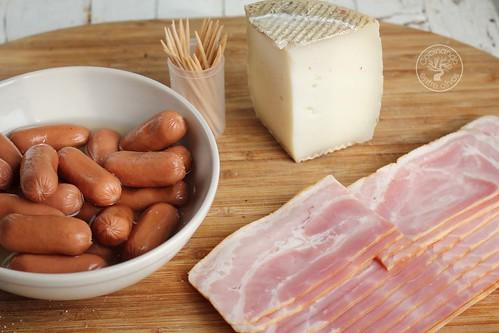 Minisalchichas rellenas de queso con bacon www.cocinandoentreolivos.com (1)