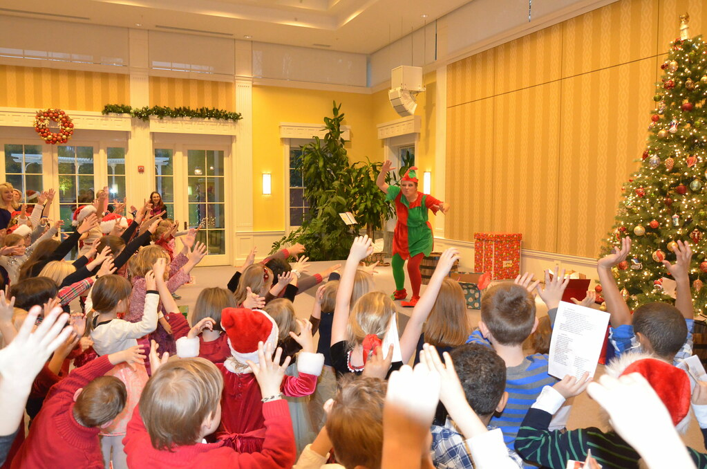 <p>Toffee (Hanna Bondarewska)  prepares all the kids to be part of the show ---Hi Little Elves, are you ready??? Let's  play!<br /> <br /> <br /> Photo by the Courtesy of the Embassy of Poland</p>