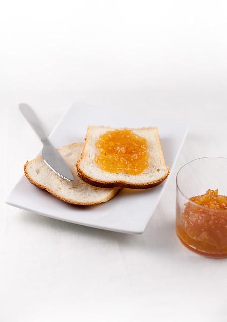 Pane al latte e marmellata