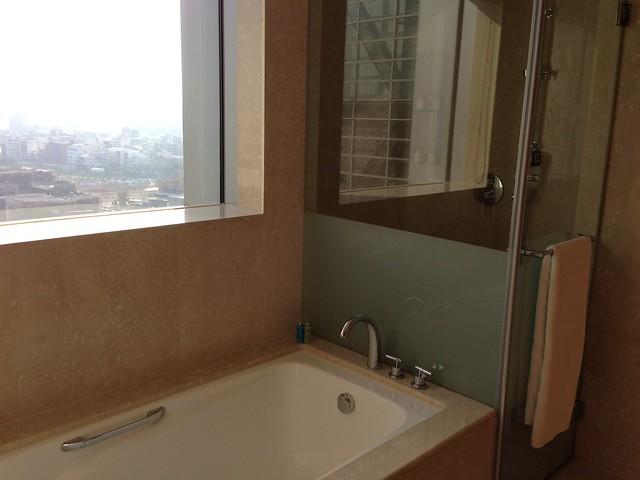 浴缸與乾濕分離淋浴間@台中裕元花園酒店
