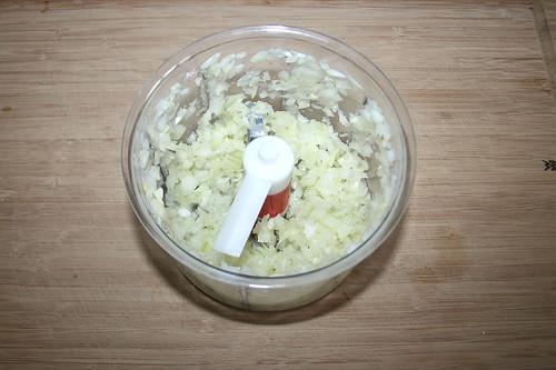 08 - Zwiebel zerkleinern / Dice onion