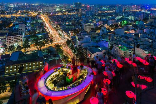cityscape vietnam citylights bluehour viewpoint saigon hochiminhcity cocktailbar jonreid tinareid nomadicvisioncom chillskybar