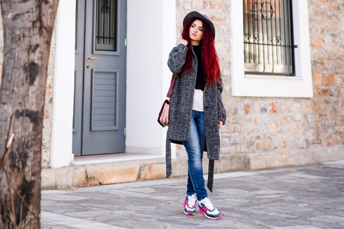 coat&sneakers (1)