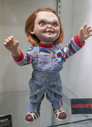 Toys R Us Chucky : Mezco s one batman and toy fair display