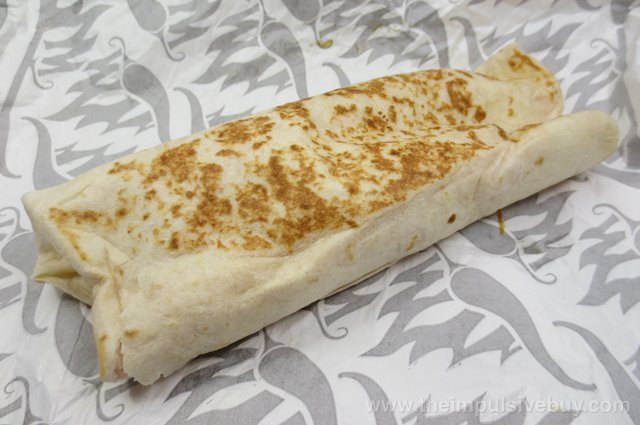 Review Taco Bell Sriracha Quesarito - The Impulsive Buy-7394