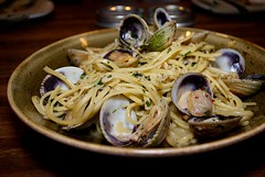 vegetable(0.0), produce(0.0), carbonara(0.0), spaghetti alle vongole(1.0), spaghetti(1.0), seafood(1.0), clam sauce(1.0), linguine(1.0), food(1.0), dish(1.0), cuisine(1.0),