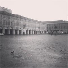 Oggi l'ufficio é in salotto.. #Torino #igerstorino #sanCarlo #grigio
