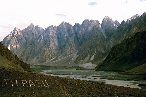 2001 pakistan 35mm pasu kkh filmcamera olympusom1 karakoramhighway flickrandroidapp:filter=none ronstravelsite