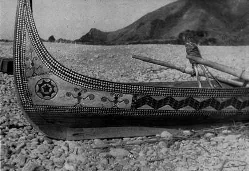 外祖父的船與圖騰,我將繼承他的船飾圖案。(Tadao Kano, Kokichi Segawa 攝,出自An Illustrated Ethonography of Formosan Aborigines。)