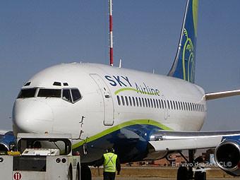 Sky Airline B737-200 Adv en LPB (Fernando Ruiz)